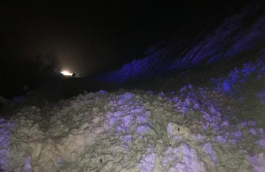 У Закарпатській області лавина перекрила рух дорогою Мукачево – Рогатин.