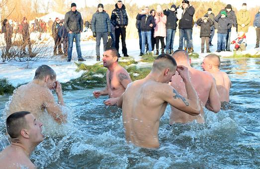 Українські десантники пірнали в крижану воду разом з американськими військовими (ФОТО)