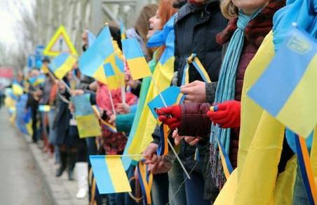 З Днем Соборності! Учні Львова з'єднали «живим ланцюгом» пам'ятники Бандері та Шухевичу