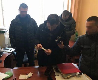 СБУ викрила на хабарі у 12 тисяч доларів львівського слідчого