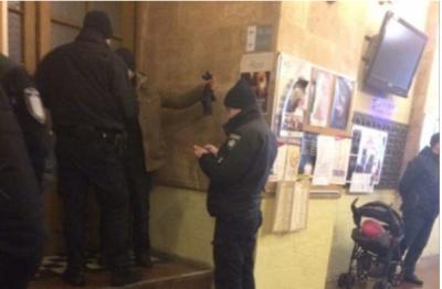 У Львові чоловік розбив вікно міськради, тому що у місті «не прибирають сніг»