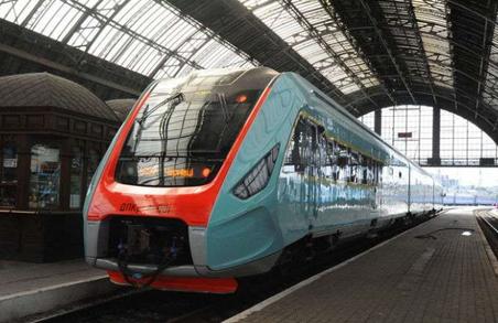 Укрзалізниця хоче продовжити маршрут поїзда Львів – Чернівці