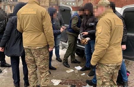 Львівський чиновник попався на хабарі
