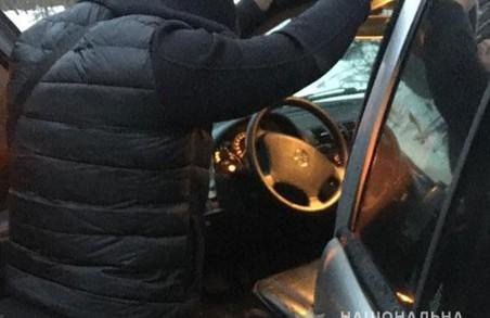 На Львівщині військовослужбовець торгував зброєю