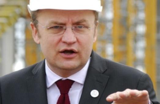Дорога на тиждень: у Львові через 13 днів після ремонту вкрилася ямами вулиця Липинського