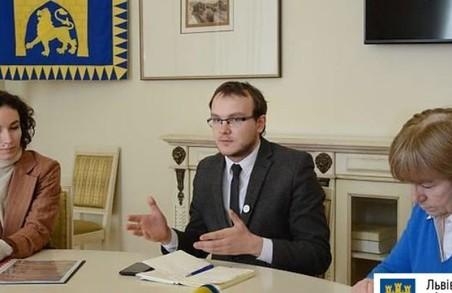 Львів'ян кличуть взяти участь у програмі реставрації вікон