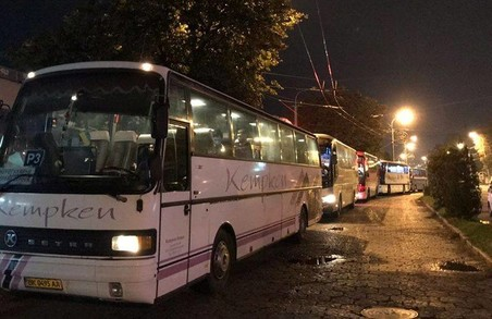 На виступ Тимошенко в Самборі людей звозили автобусами (ФОТО, ВІДЕО)