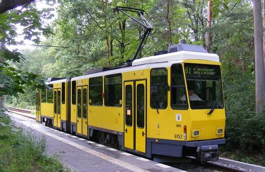 У Львові дізналися, хто збудував несумісні з транспортом зупинки