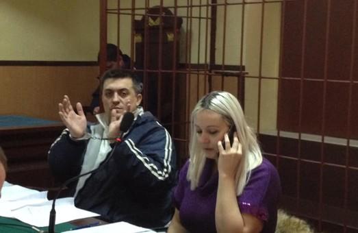 «Я тебе зґвалтую!»: судимого бандита, який побив нацгвардія у суді, захищають львівські ліворадикали та помічниця Савченко