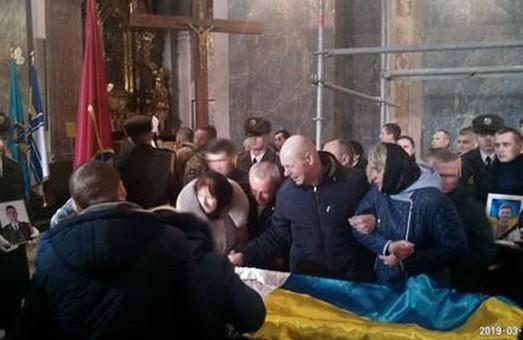У Львові батьки загиблого військового не впізнали тіло сина під час похорону