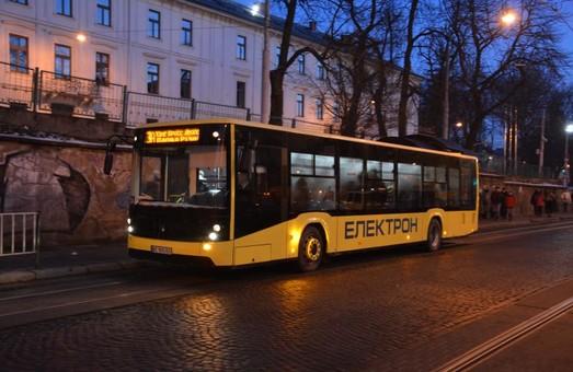 Дочекалися: на 10 львівський маршрут повертаються великі автобуси