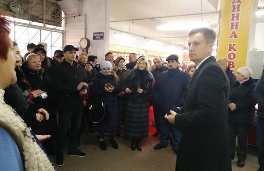 Валентин Наливайченко поспілкувався з працівниками львівського базару «Добробут»