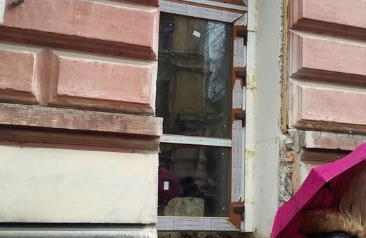 Тріумф рагулізму: львів'янин зробив собі двері ціною історичного фасаду