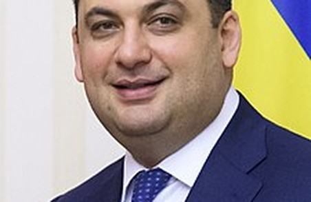 Супер-Гройсман: прем'єру мешканці Сихова вручили подяку за збереження поліклініки.