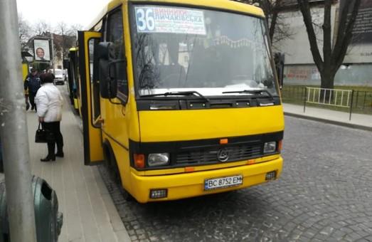 У Львові курсують нелегальні маршрутки з платним проїздом для пільговиків