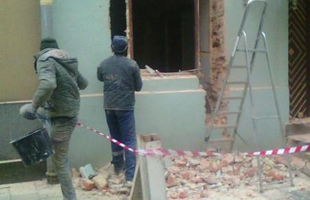У зоні охорони ЮНЕСКО у Львові знищили фасад будинку