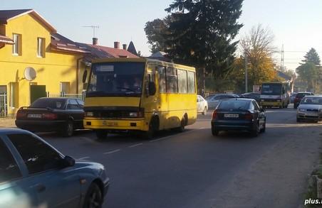 Мешканців Винник не влаштовує транспортне сполучення зі Львовом, тож вони просять допомоги у Синютки