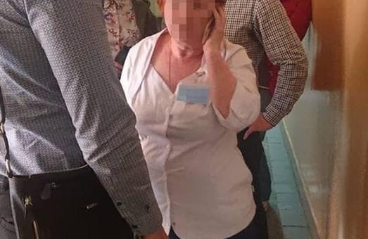 Затримано львівську лікарку-хабраницю, яка вимагала гроші у матері хворої на ДЦП дитини