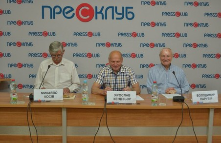 «На порозі ЄС» проти «московських хазяїв»: Кендзьор, Косів та батько Парубія підтримали Порошенка