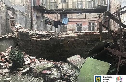 ЛМР ще раз оплатила ремонт аварійних будинків