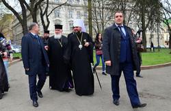 БлаженнійшийЕпіфаній з головою Львівської облради Олександром Ганущином і головою ЛОДА Олегом Синюткою