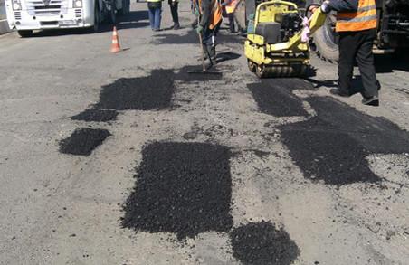 У Львові мешканці вимагають заборонити ямковий ремонт доріг