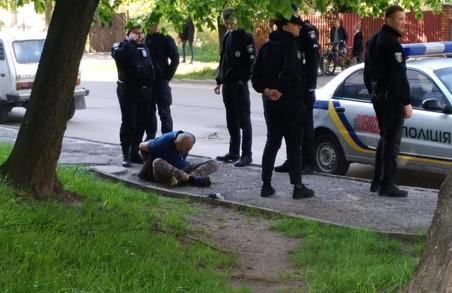 У Львові зловили чоловіка, який розпочав стрілянину на вулиці