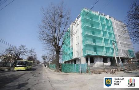 Ділянку на Личаківській, де знесли незаконну новобудову, продадуть