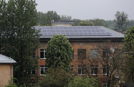 Львівська школа встановила сонячні батареї та планує продавати електроенергію