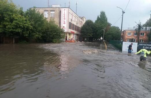 У Львові знову потоп: постраждав проспект Чорновола