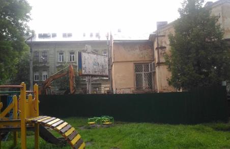Садовий у Львові руйнує ще одну архітектурну пам`ятку