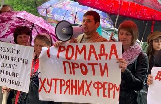 Удар в спину: Мінекології погодило будівництво хутряних ферм на Львівщині