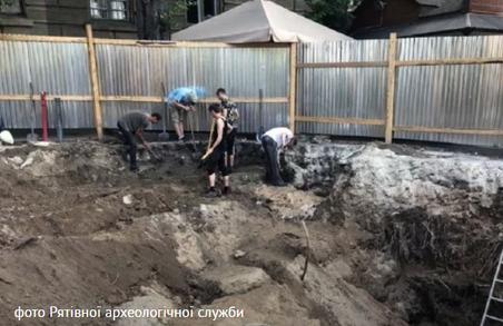 На місці львівського фонтану, який реконструюють, археологи знайшли мури легендарного костелу
