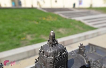 У Львові вандали пошкодили бронзовий макет собору Святого Юра