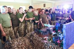Учні подарували львівським десантникам інсталяцію боїв за Луганський аеропорт (ФОТО)