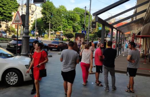 У Львові вимагають ліквідувати парковку біля Гранд-Готелю