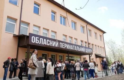 Лікар перинатального центру, якого звільнили за наказом Синютки, поновився та отримав компенсацію в розмірі близько 95000 гривень
