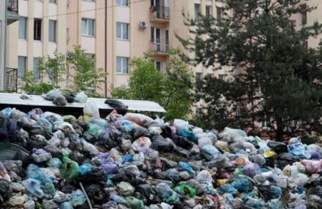 І при чому тут Порошенко?: Зеленський пообіцяв розслідування сміттєвої блокади Львова