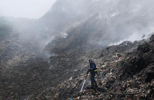 Воно само: експерти не виявили підпалу у займанні Грибовицького сміттєзвалища