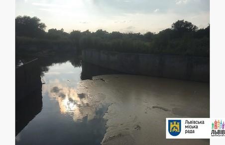 На очисних спорудах Львова виявили витік невідомої речовини