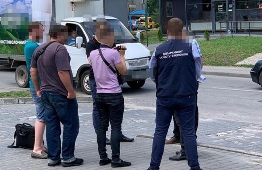 У Львові на хабарі затримано представника фінансової компанії (ФОТО)