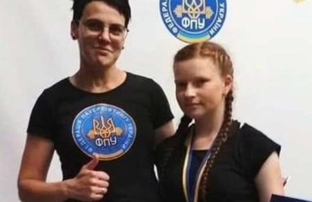 На Львівщини звільнили багатодітну маму за те, що вони не агітувала за Дубневича
