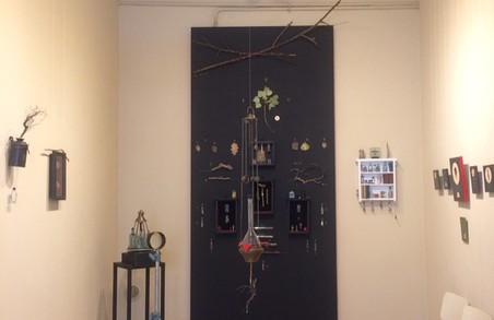 3 2 липня до 11 серпня триватиме виставка Мар'яна Пирога «Нетлінні мощі ботанічних святих»