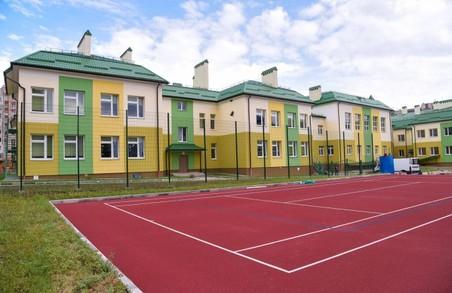 Садовий вирішив подарувати львівським школам гроші