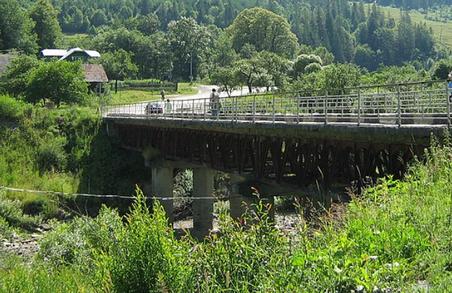 На Львівщині один з ключових мостів ось-ось впаде
