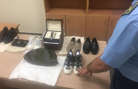 Львівські митники відібрали в чоловіка одягу на 600 000 гривень