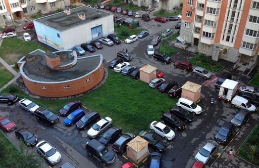 Львівська мерія розгляне питання безкоштовного паркування для львів`ян