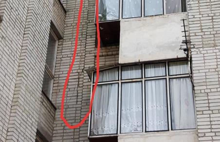 У Львові мешканці будинку вимагають його огляду через тріщину