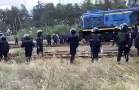 Під час розблокування колій постраждало 8 поліцейських
