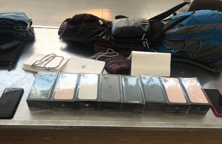 На Львівській митниці затримали партію контрабандних iPhone 11